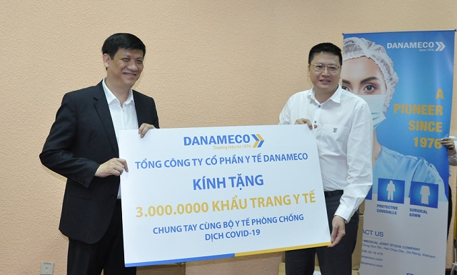 3.000.000 medical mask handed to Vietnam Ministry of Health